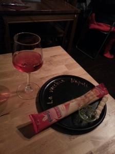 Roséwijntje en broodstengels als aperitief
